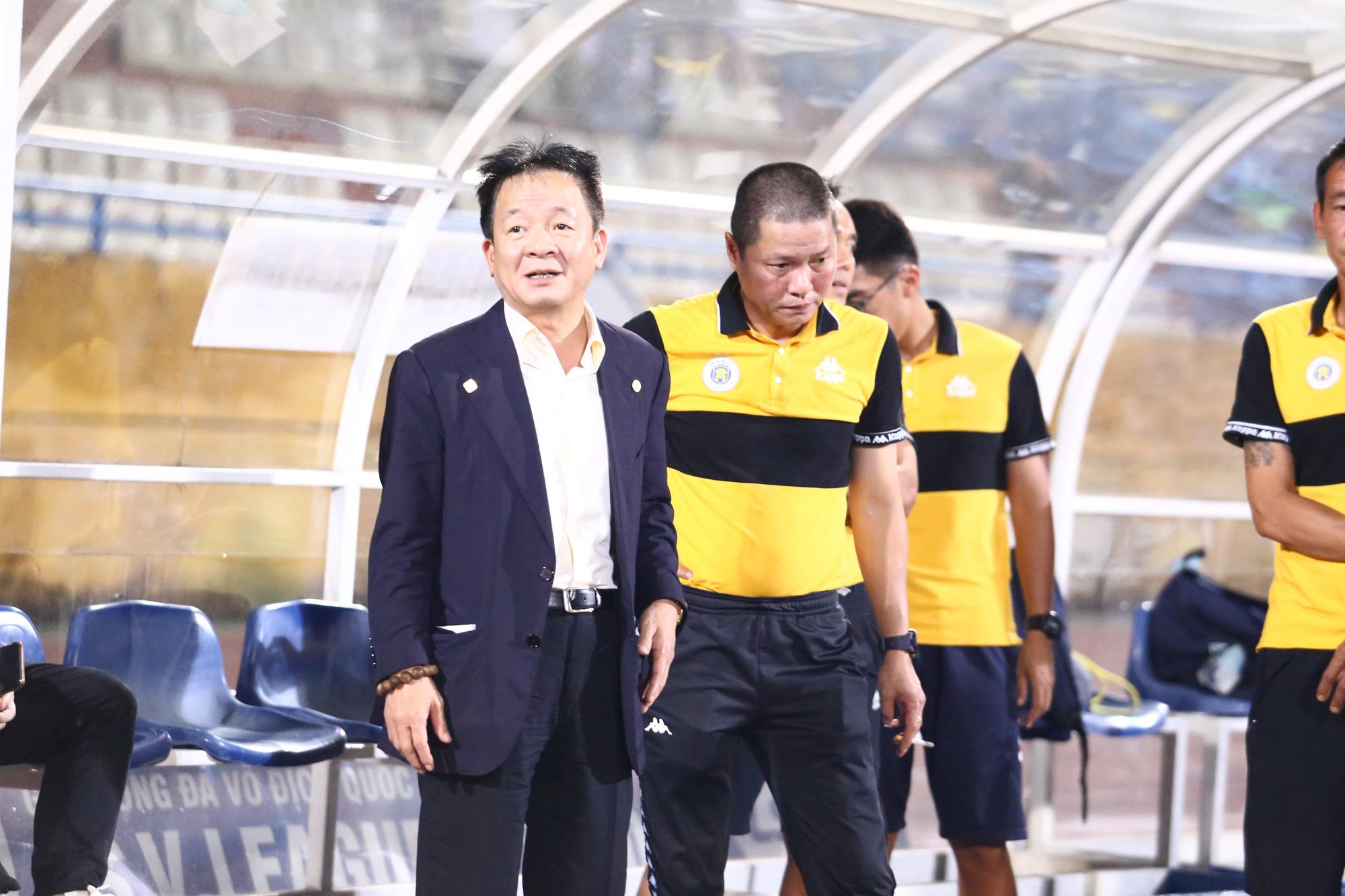 Cha con bầu Hiển gặp riêng BHL Hà Nội FC sau trận hòa tiếc nuối - Ảnh 2.