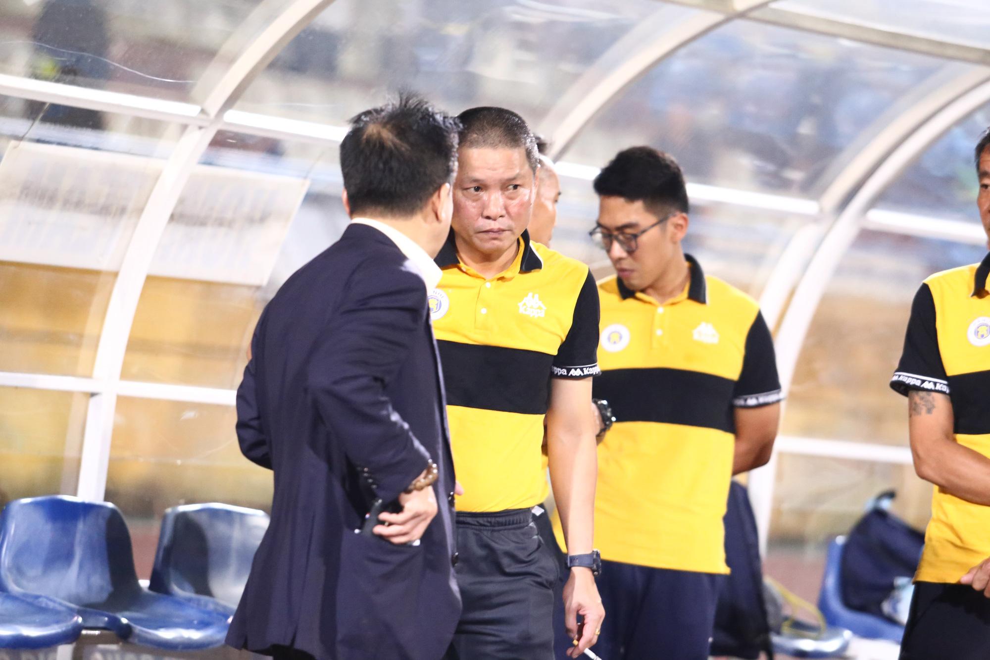 Cha con bầu Hiển gặp riêng BHL Hà Nội FC sau trận hòa tiếc nuối - Ảnh 3.