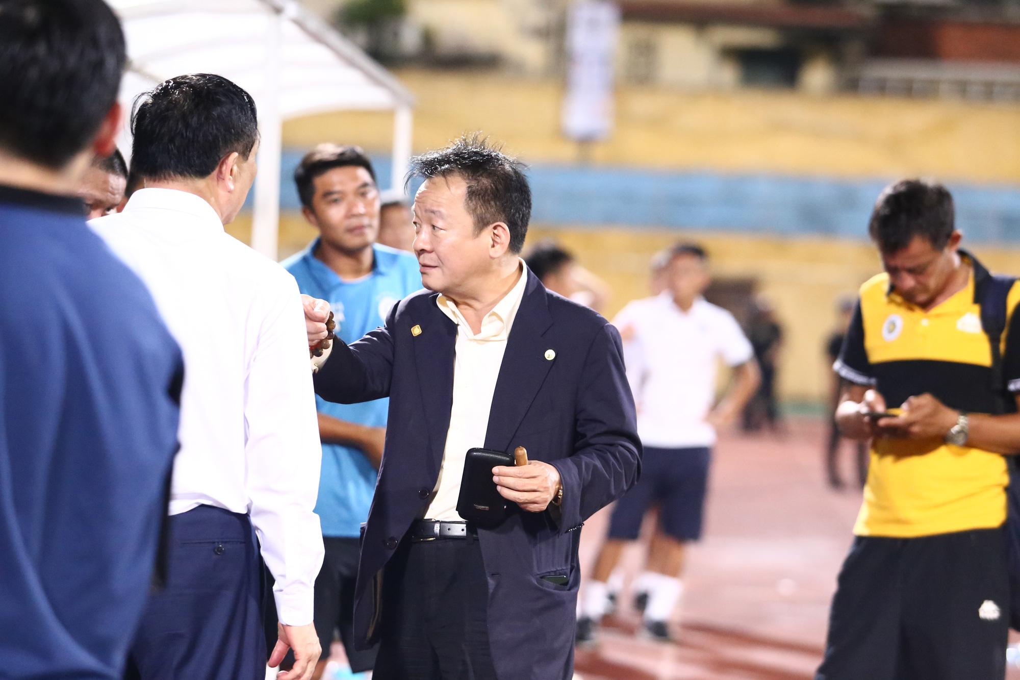 Cha con bầu Hiển gặp riêng BHL Hà Nội FC sau trận hòa tiếc nuối - Ảnh 5.