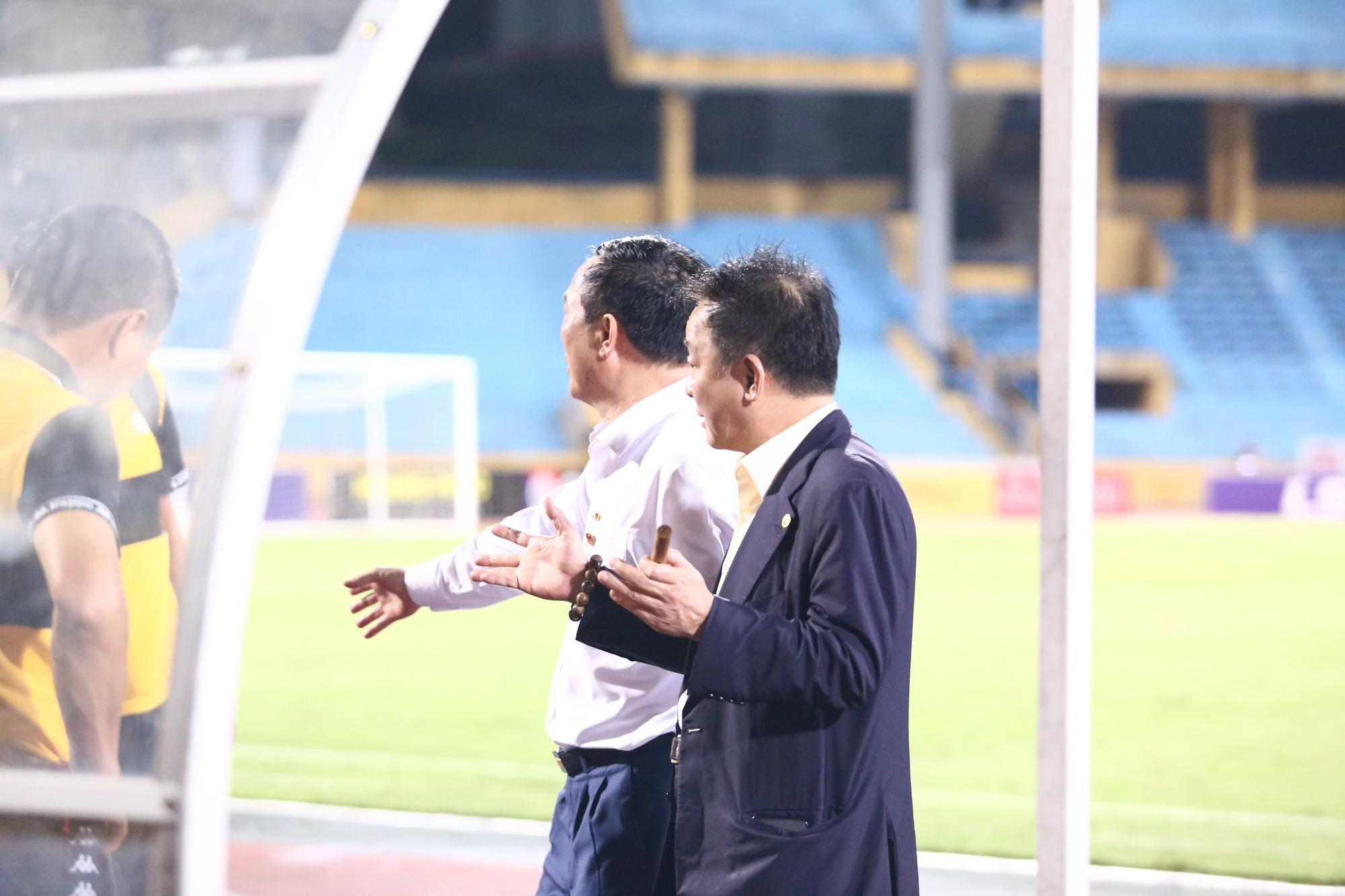 Cha con bầu Hiển gặp riêng BHL Hà Nội FC sau trận hòa tiếc nuối - Ảnh 7.