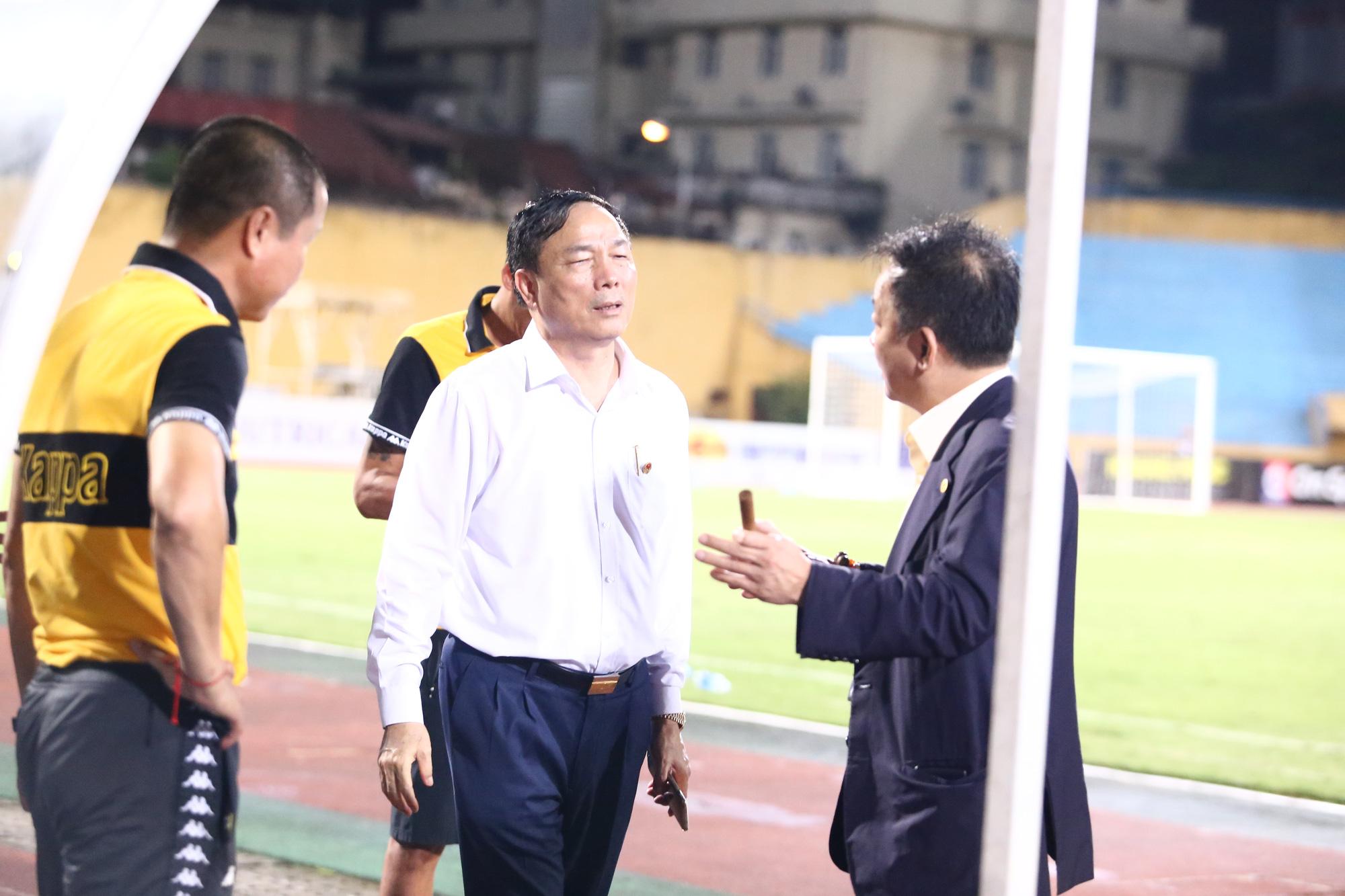 Cha con bầu Hiển gặp riêng BHL Hà Nội FC sau trận hòa tiếc nuối - Ảnh 8.