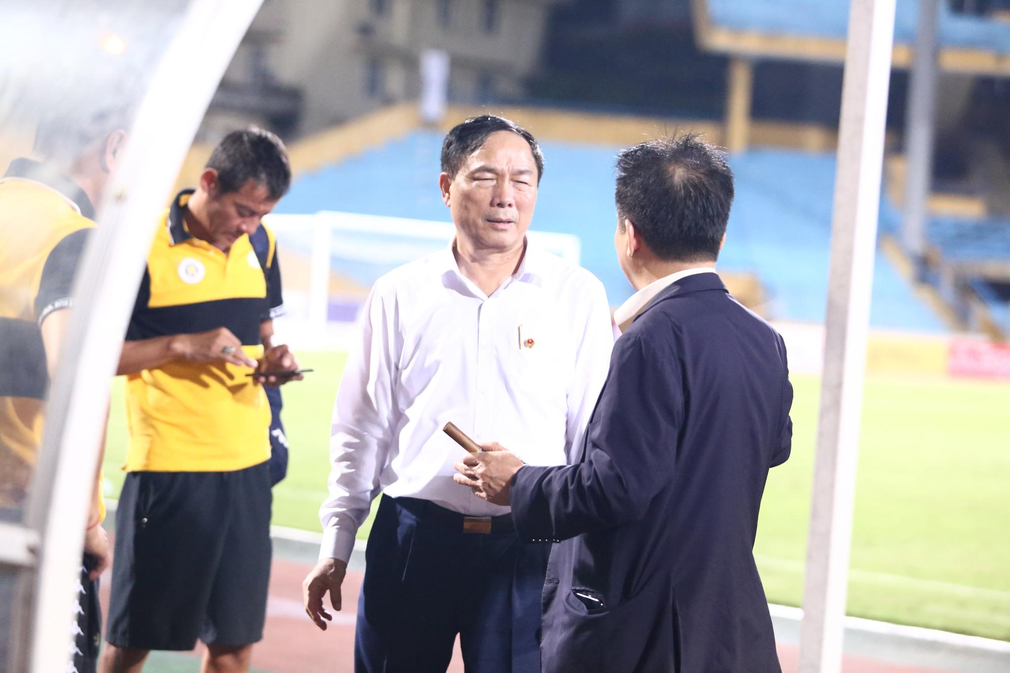 Cha con bầu Hiển gặp riêng BHL Hà Nội FC sau trận hòa tiếc nuối - Ảnh 9.