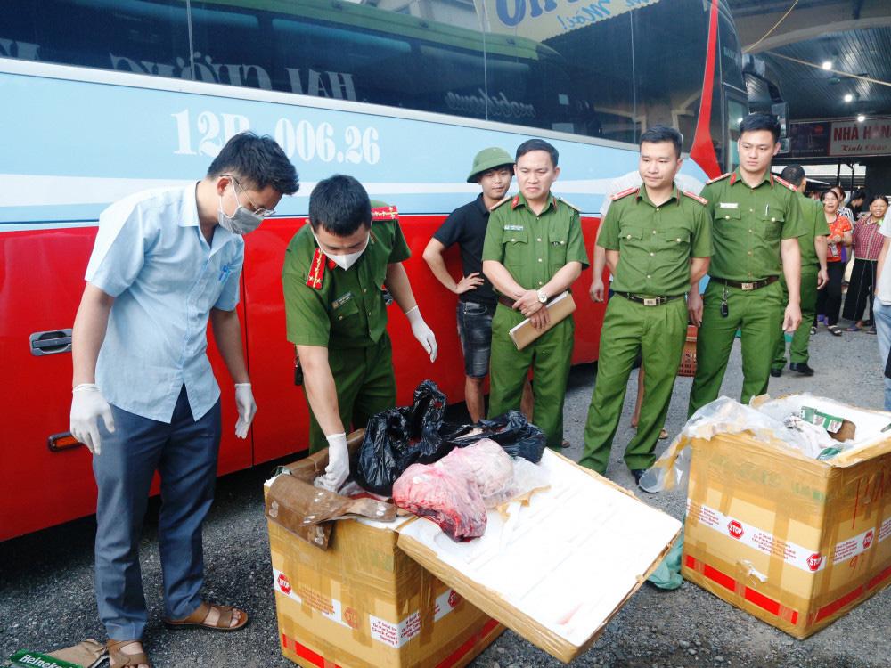 Hà Tĩnh: Bắt giữ xe vận chuyển 250kg sản phẩm động vật không rõ nguồn gốc xuất xứ - Ảnh 1.