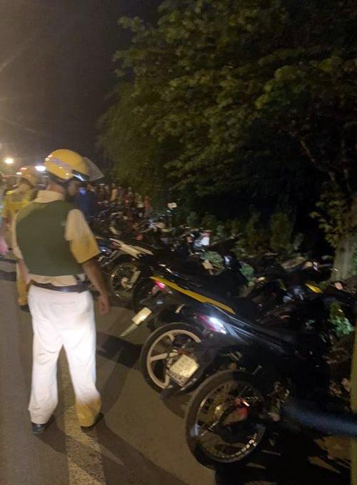 Cảnh sát vây bắt hàng trăm 'quái xế' trên quốc lộ 20 - Ảnh 2.