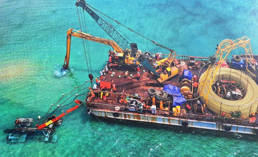 Chính thức cấp điện bằng cáp ngầm xuyên biển cho dân đảo Cù Lao Xanh - Ảnh 3.