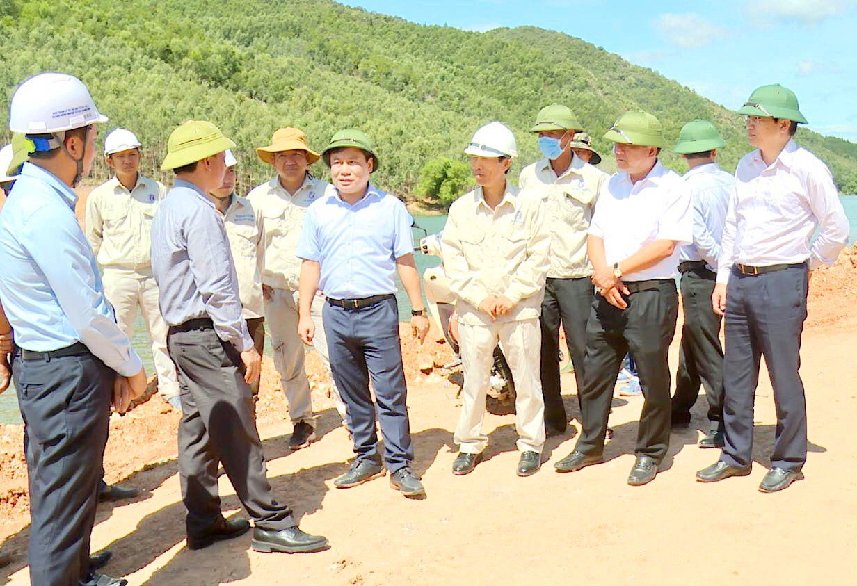 Đưa Quảng Bình trở thành tỉnh phát triển khá trong khu vực - Ảnh 3.