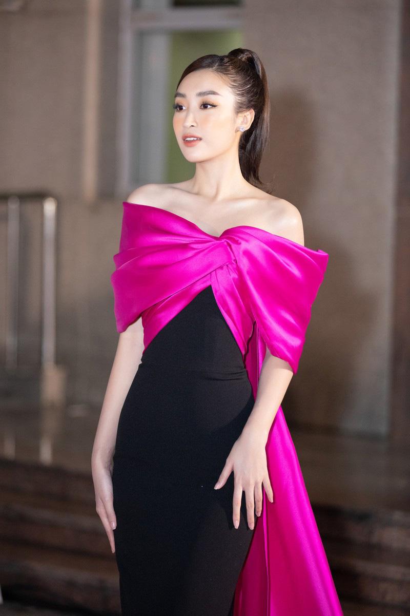 """Thảm đỏ Bán kết Hoa hậu Việt Nam 2020: Trần Tiểu Vy, Kiều Loan... quyến rũ """"bỏng mắt"""" khán giả - Ảnh 7."""