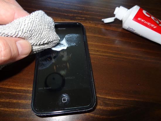 """Vài cách đơn giản, tiết kiệm làm """"lành"""" màn hình điện thoại bị xước - Ảnh 1."""