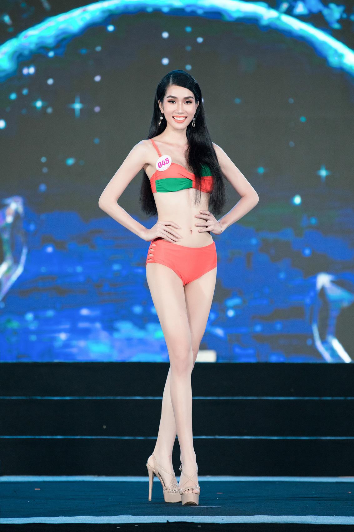 """Top 40 mặc bikini quyến rũ """"bỏng rẫy"""" gây """"sốt"""" tại Bán kết Hoa hậu Việt Nam 2020  - Ảnh 9."""