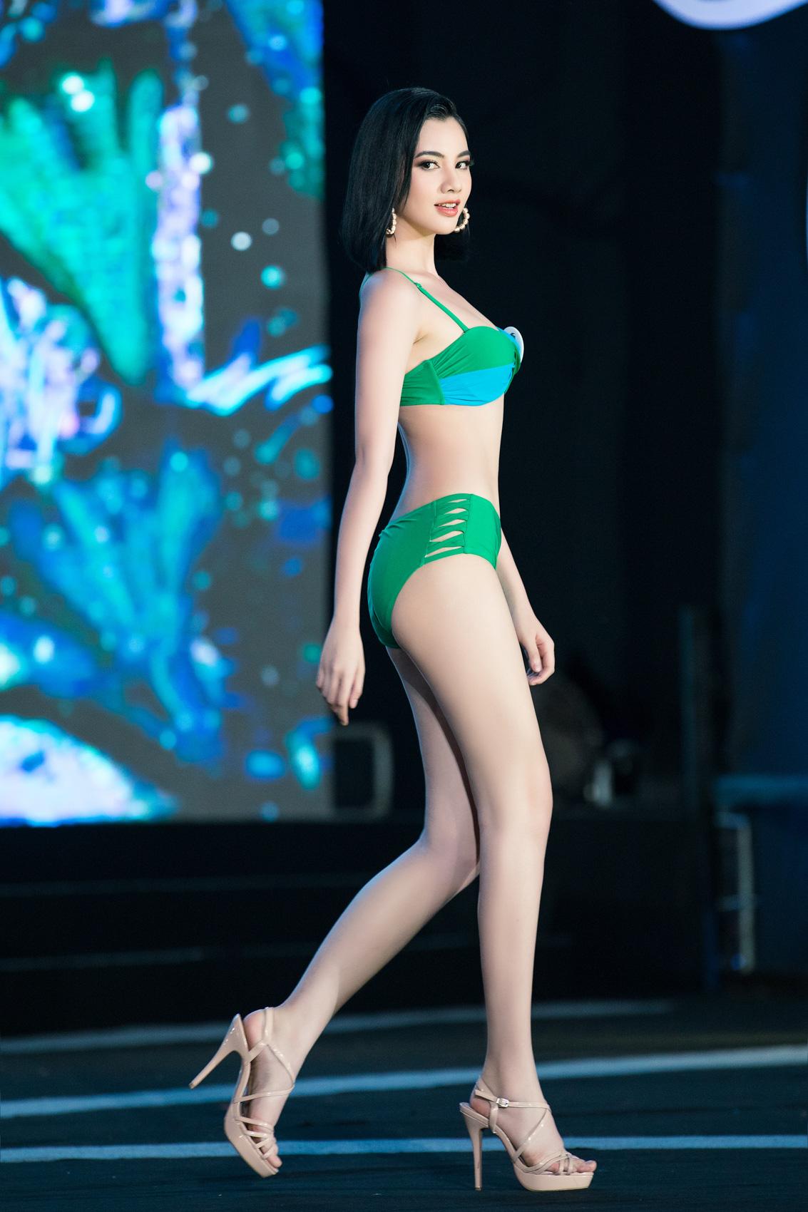 """Top 40 mặc bikini quyến rũ """"bỏng rẫy"""" gây """"sốt"""" tại Bán kết Hoa hậu Việt Nam 2020  - Ảnh 4."""