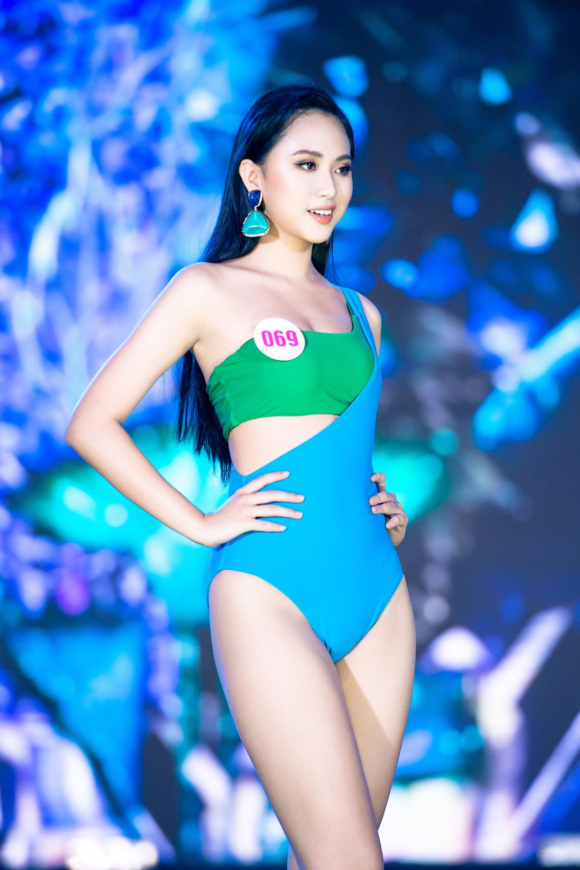"""Top 40 mặc bikini quyến rũ """"bỏng rẫy"""" gây """"sốt"""" tại Bán kết Hoa hậu Việt Nam 2020  - Ảnh 6."""
