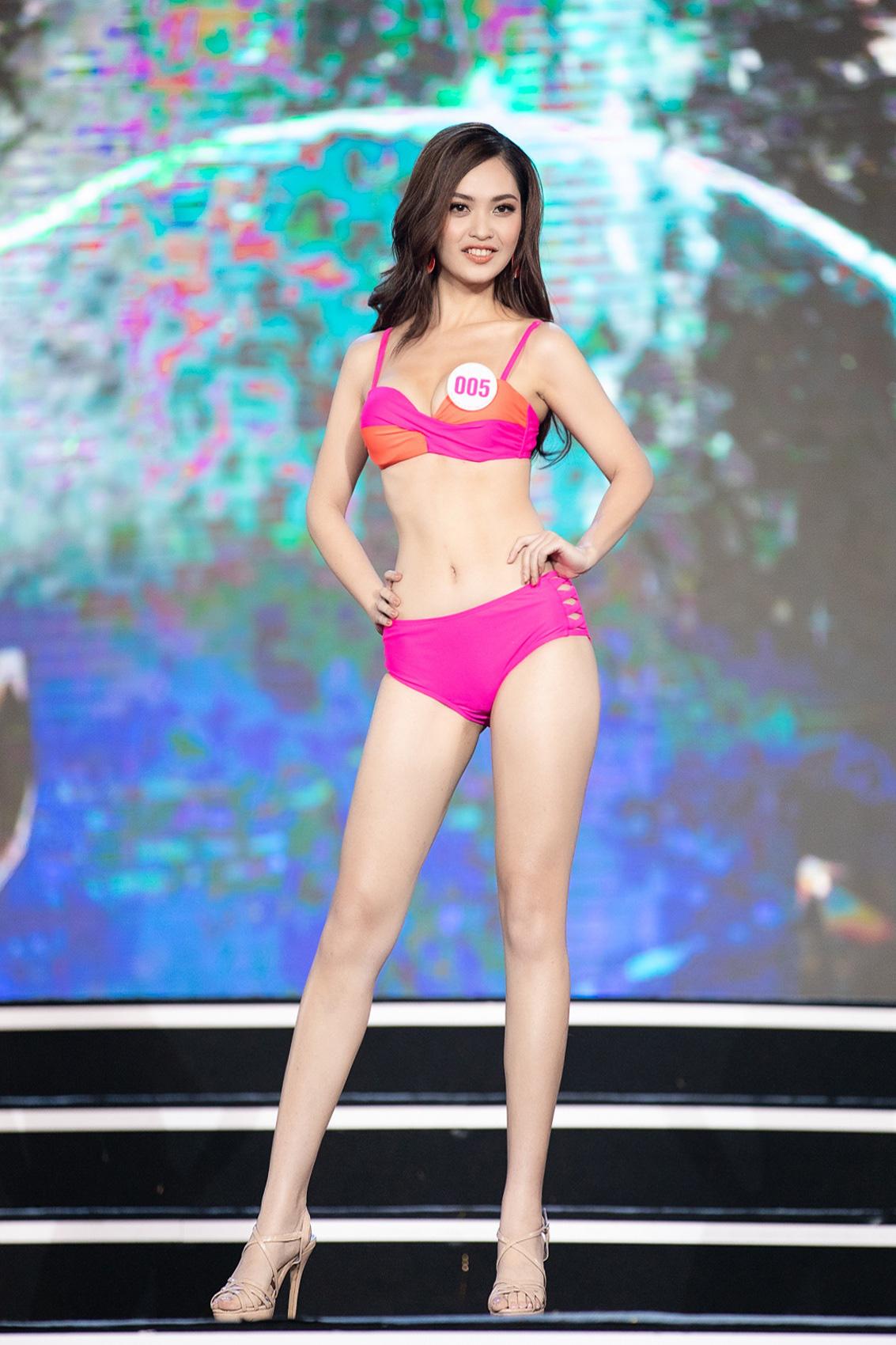 """Top 40 mặc bikini quyến rũ """"bỏng rẫy"""" gây """"sốt"""" tại Bán kết Hoa hậu Việt Nam 2020  - Ảnh 5."""