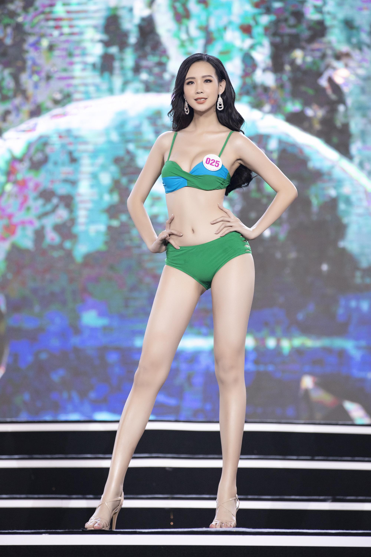 """Top 40 mặc bikini quyến rũ """"bỏng rẫy"""" gây """"sốt"""" tại Bán kết Hoa hậu Việt Nam 2020  - Ảnh 1."""