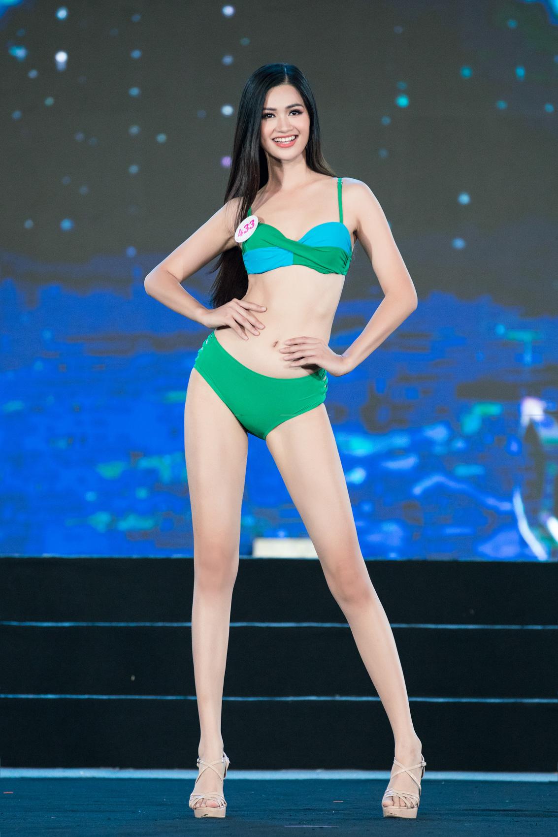 """Top 40 mặc bikini quyến rũ """"bỏng rẫy"""" gây """"sốt"""" tại Bán kết Hoa hậu Việt Nam 2020  - Ảnh 7."""