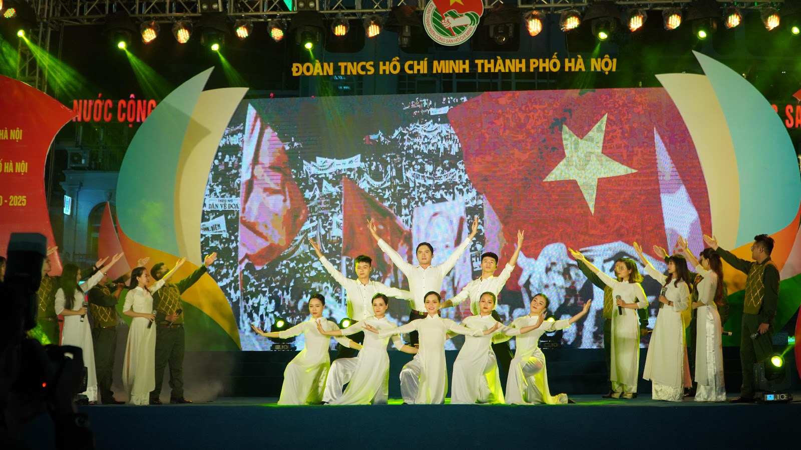 Chương trình nghệ thuật Tự hào Việt Nam năm 2020 gây ấn tượng với khán giả thủ đô - Ảnh 3.