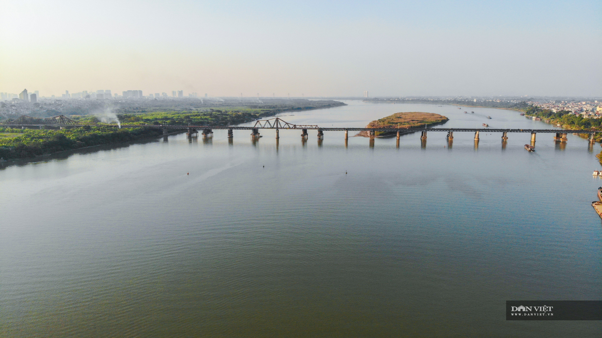 Loạt cây cầu làm thay đổi diện mạo giao thông Thủ đô trong nhiều năm qua - Ảnh 1.