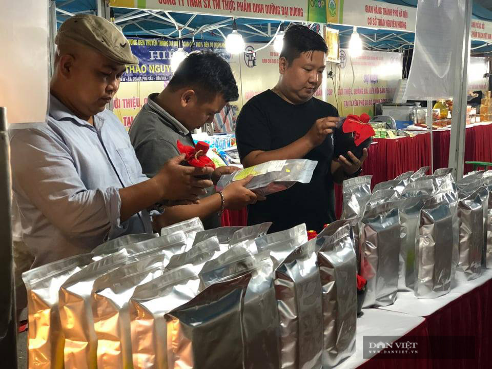 Hà Nội: Quy tụ hàng nghìn sản phẩm nông sản đặc sắc, chỉ toàn là đặc sản, người dân Thủ đô hài lòng - Ảnh 5.
