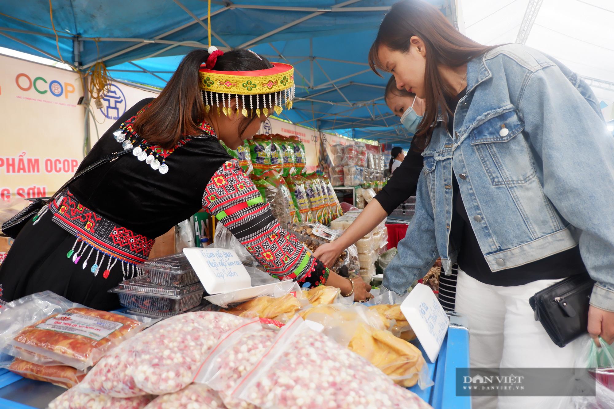 Hà Nội: Quy tụ hàng nghìn sản phẩm nông sản đặc sắc, chỉ toàn là đặc sản, người dân Thủ đô hài lòng - Ảnh 2.