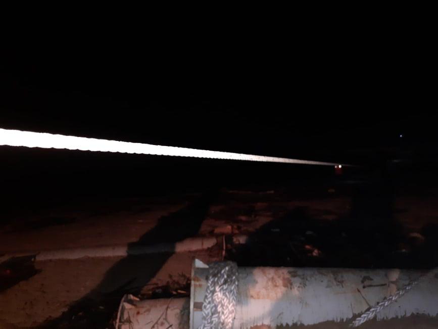 Cứu 9 người trên tàu chìm ở Quảng Trị: Trực thăng quần thảo rồi thả dây và cơ hội vào 10h tối nay - Ảnh 4.