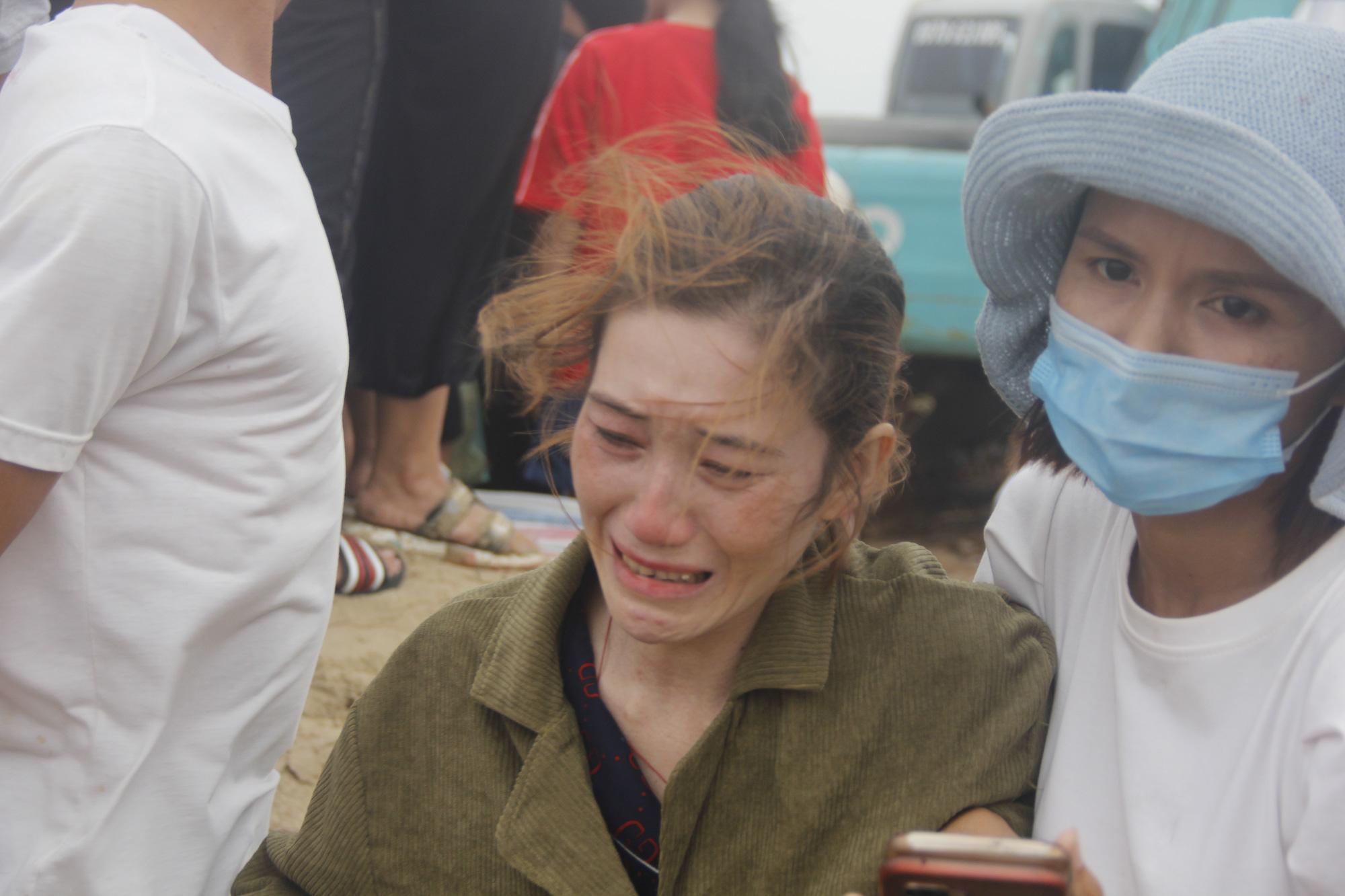Cứu 9 người trên tàu chìm ở Quảng Trị: Trực thăng quần thảo rồi thả dây và cơ hội vào 10h tối nay - Ảnh 5.