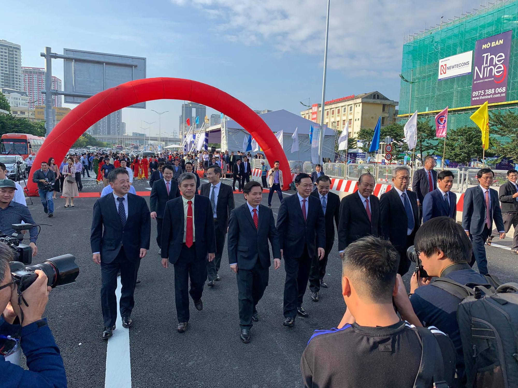 Chính thức thông xe đường vành đai 3 đoạn Mai Dịch - Nam Thăng Long - Ảnh 2.