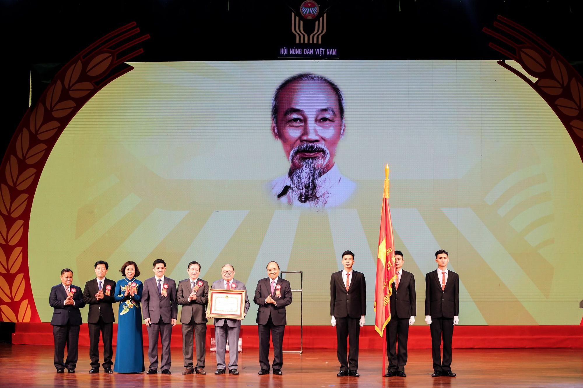 Lễ Kỷ niệm 90 năm Ngày thành lập Hội Nông dân Việt Nam: Hội Nông dân Việt Nam nhận Huân chương Hồ Chí Minh - Ảnh 4.