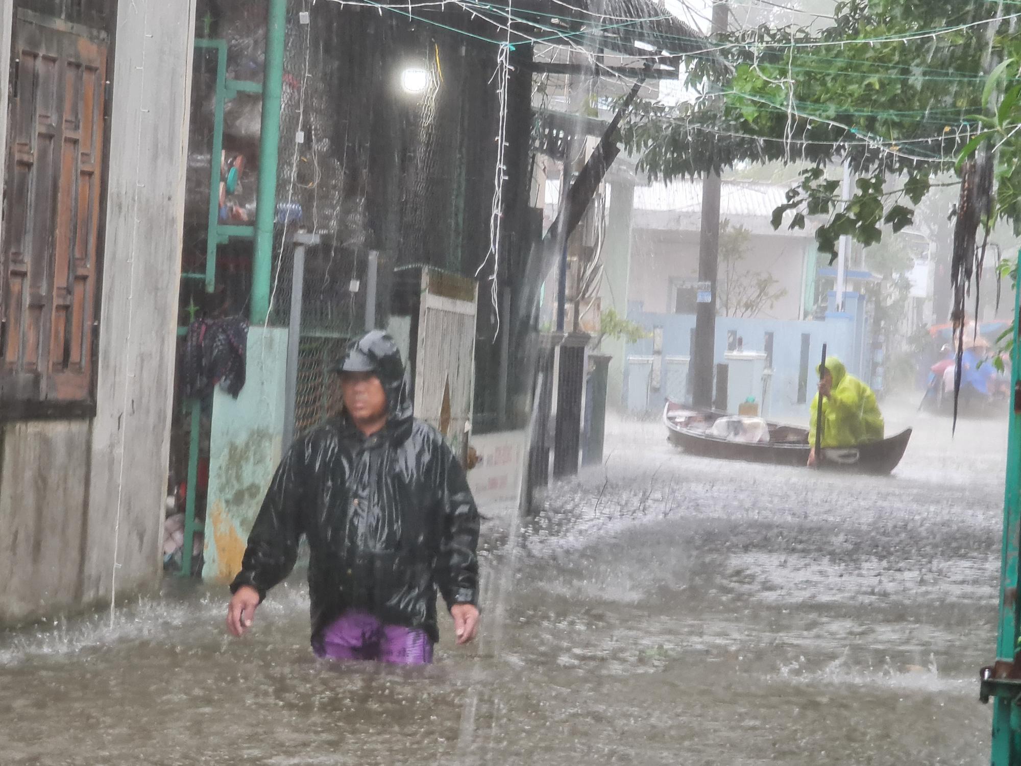 Quảng Nam: Yêu cầu các thủy điện hạ mực nước hồ để đón lũ - Ảnh 4.