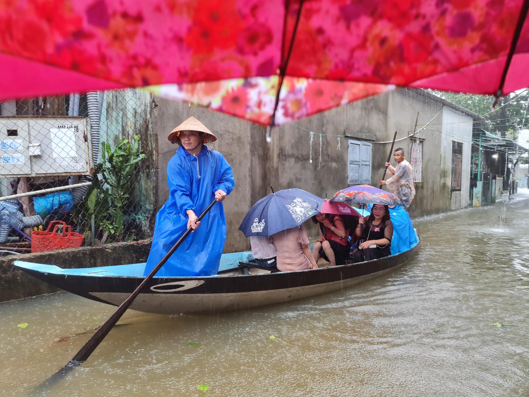 Quảng Nam: Học sinh nghỉ học 2 ngày, đình hoãn các cuộc họp để phòng tránh bão - Ảnh 3.