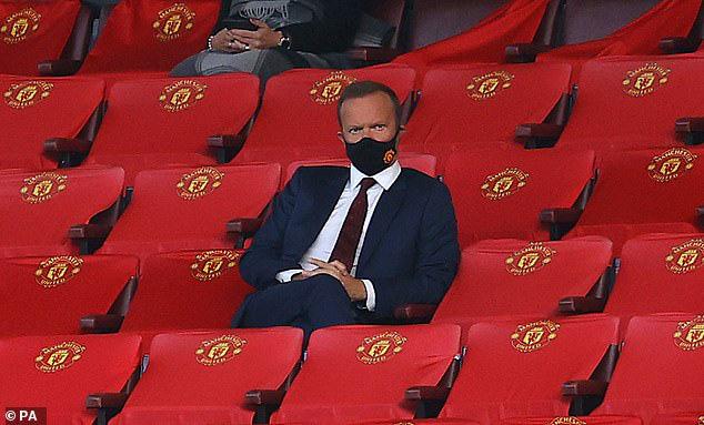 Ed Woodward bần thần chứng kiến thất bại 1-6 của M.U trước Tottenham