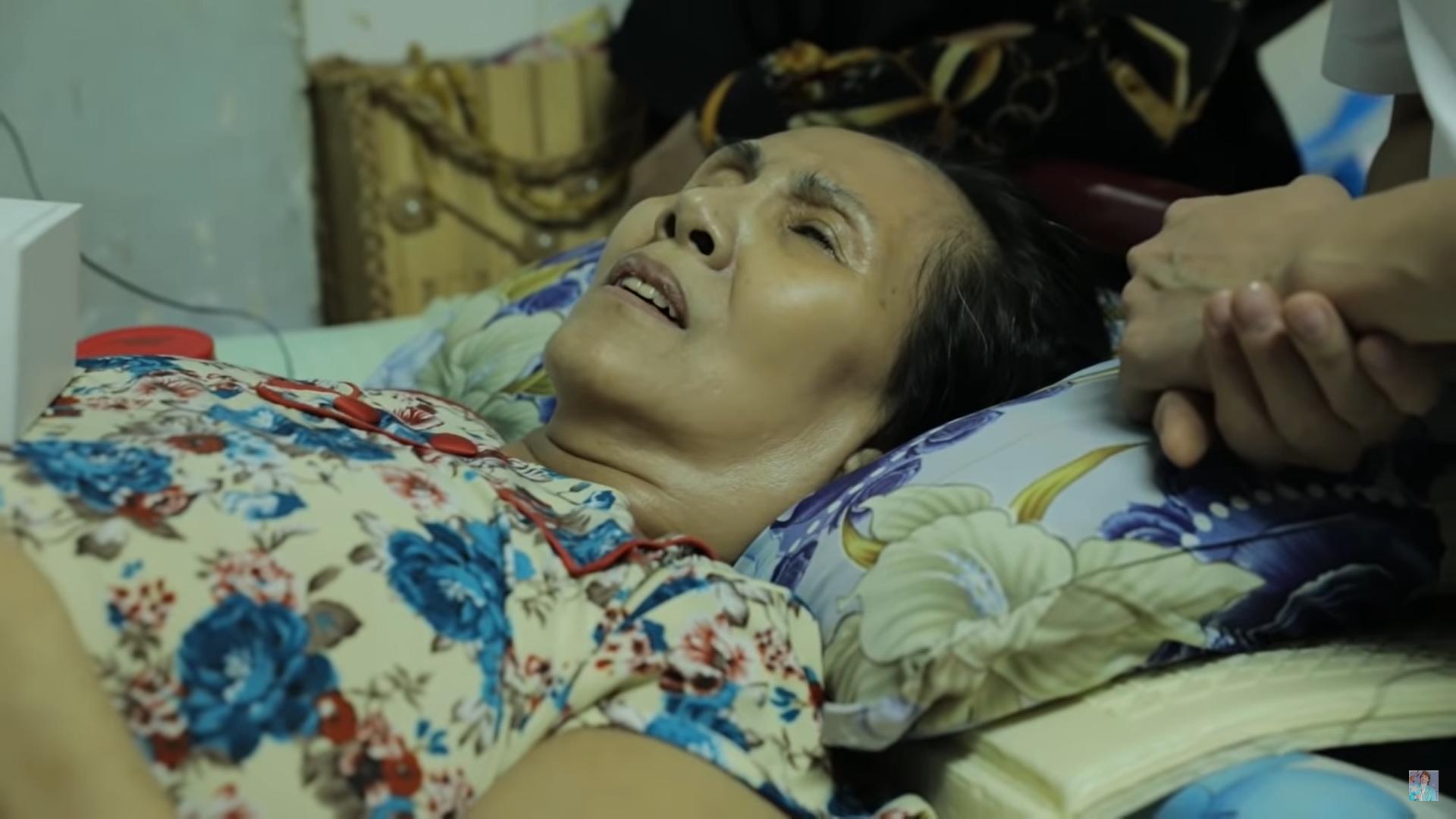 Nghệ sĩ Hoàng Lan liệt giường, sắp bị đuổi khỏi nhà, Đàm Vĩnh Hưng tới tặng tiền - Ảnh 1.