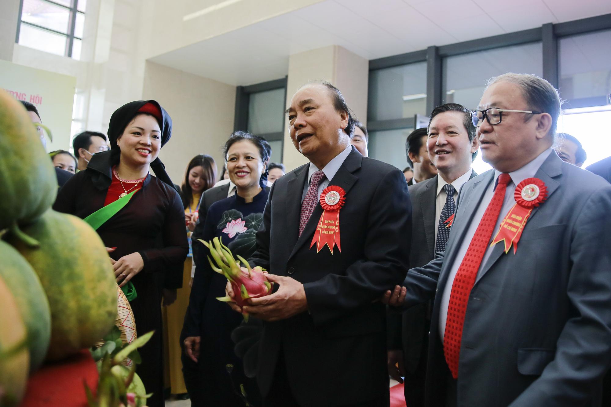 Lễ Kỷ niệm 90 năm Ngày thành lập Hội Nông dân Việt Nam: Hội Nông dân Việt Nam nhận Huân chương Hồ Chí Minh - Ảnh 1.