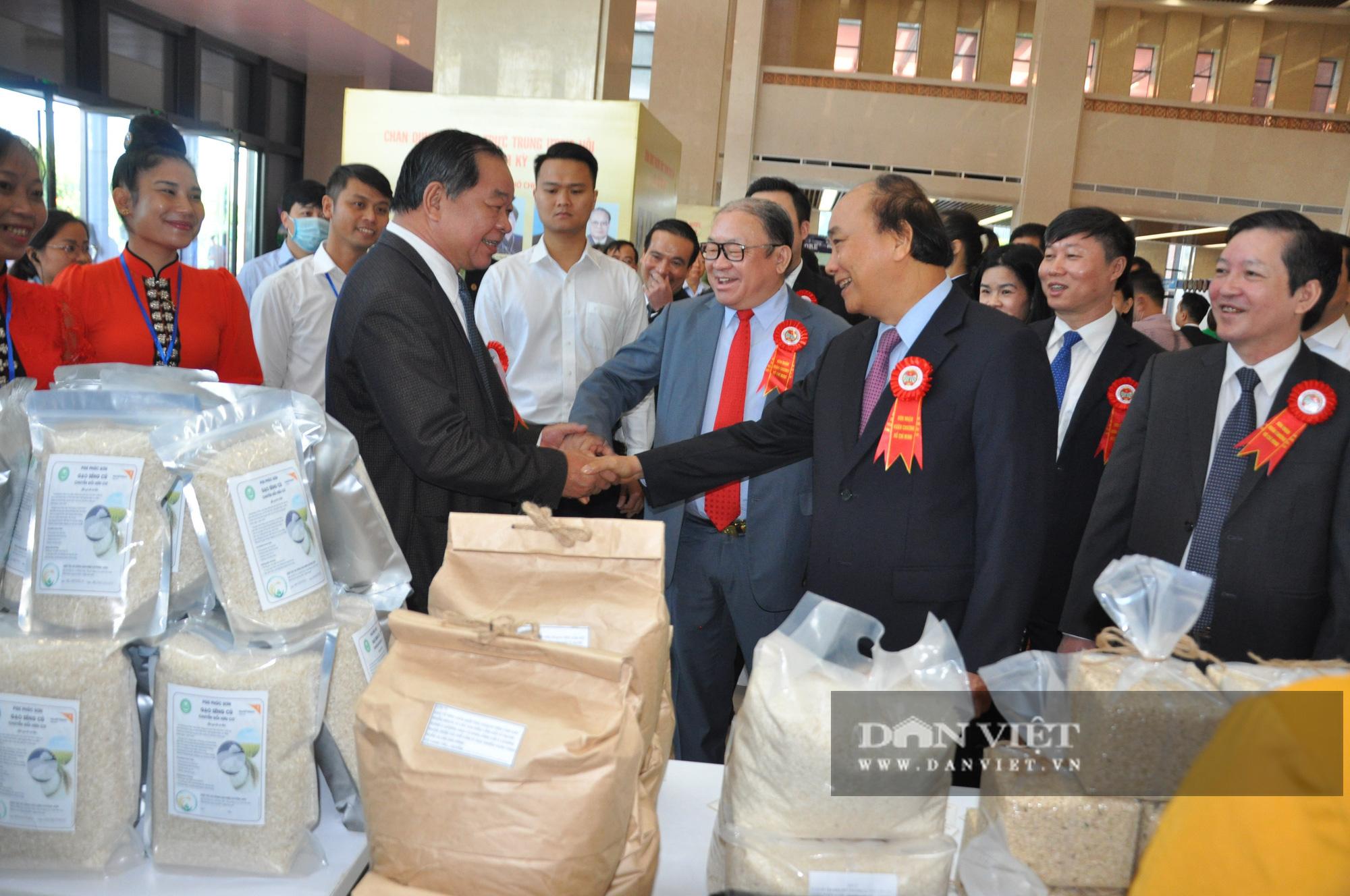 Thủ tướng khen ngợi sản phẩm hữu cơ độc đáo tại Lễ kỷ niệm 90 năm ngày thành lập Hội Nông dân Việt Nam - Ảnh 2.