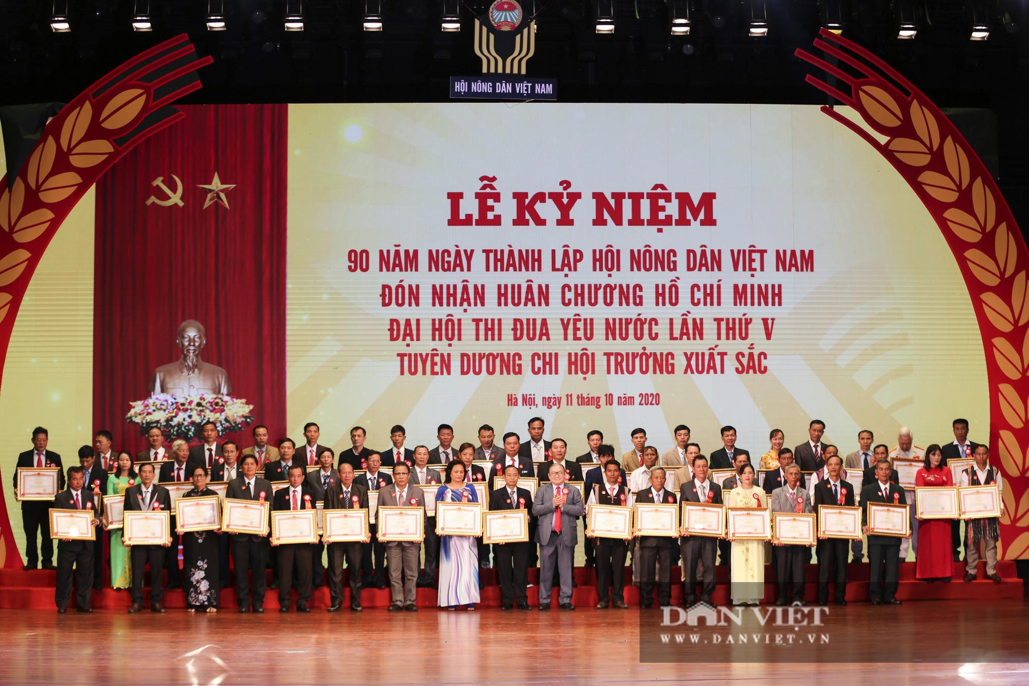 Nhiều nông dân tiêu biểu được Chủ tịch nước tặng thưởng Huân chương lao động - Ảnh 2.
