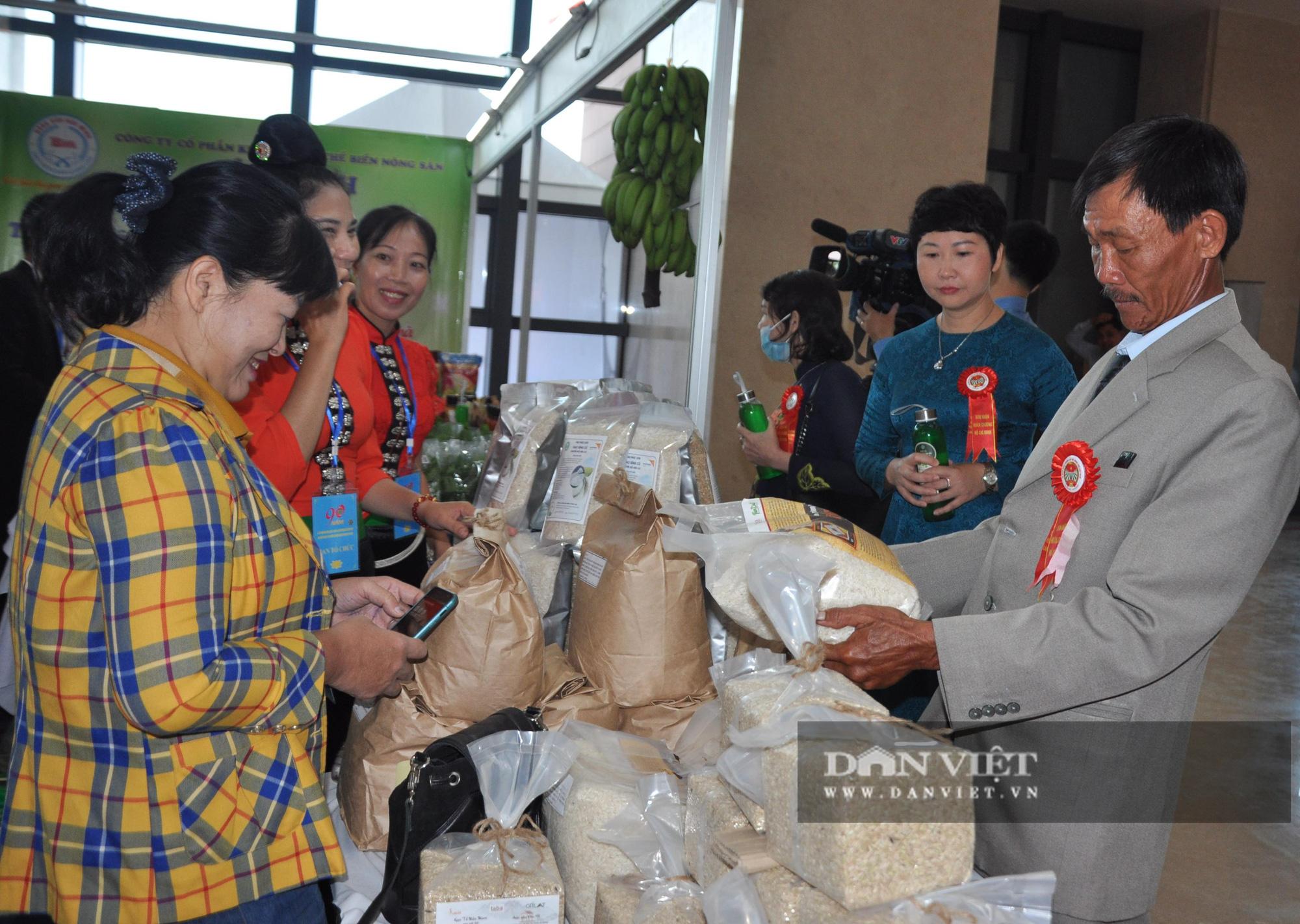 Thủ tướng khen ngợi sản phẩm hữu cơ độc đáo tại Lễ kỷ niệm 90 năm ngày thành lập Hội Nông dân Việt Nam - Ảnh 4.