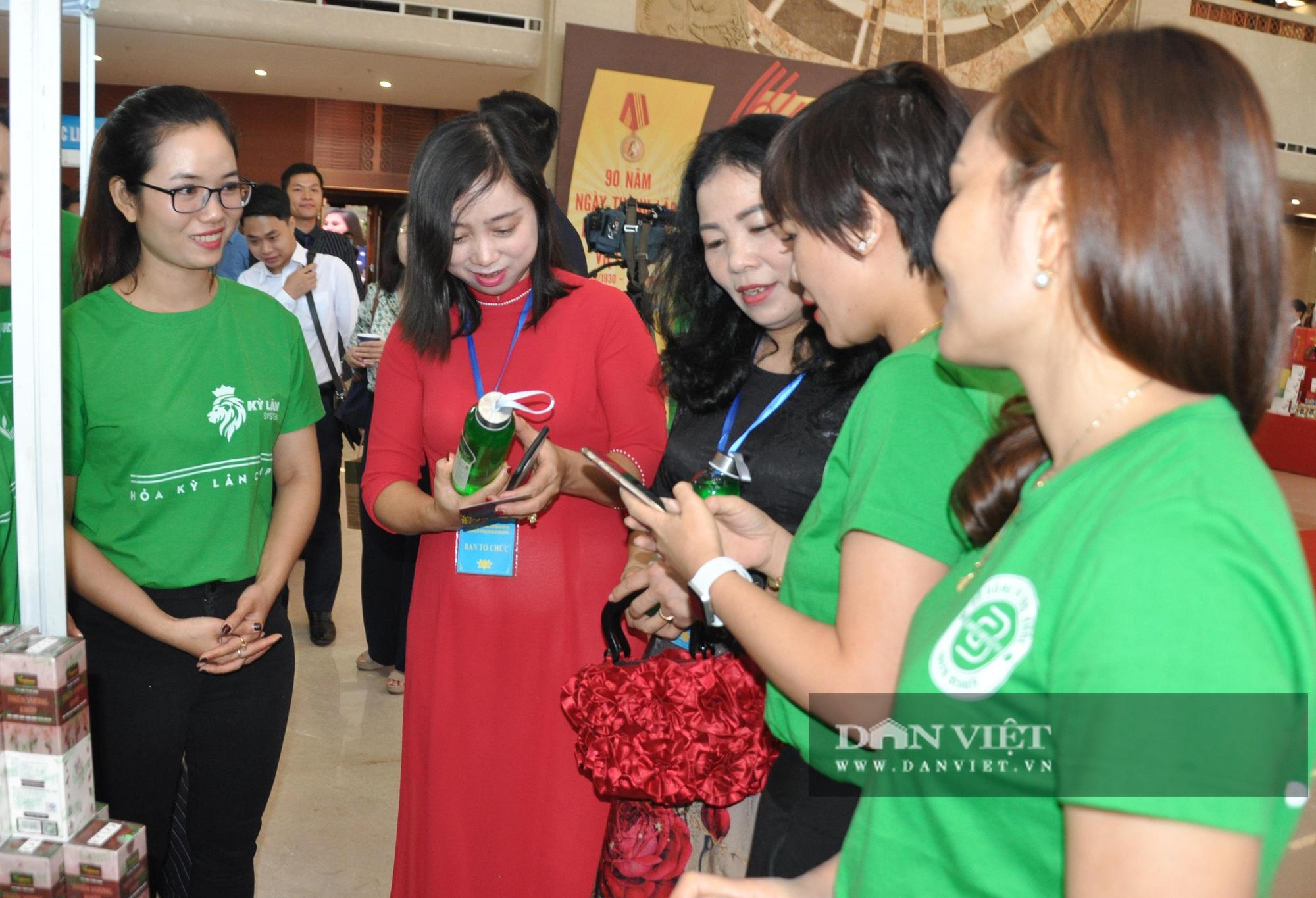 Thủ tướng khen ngợi sản phẩm hữu cơ độc đáo tại Lễ kỷ niệm 90 năm ngày thành lập Hội Nông dân Việt Nam - Ảnh 10.