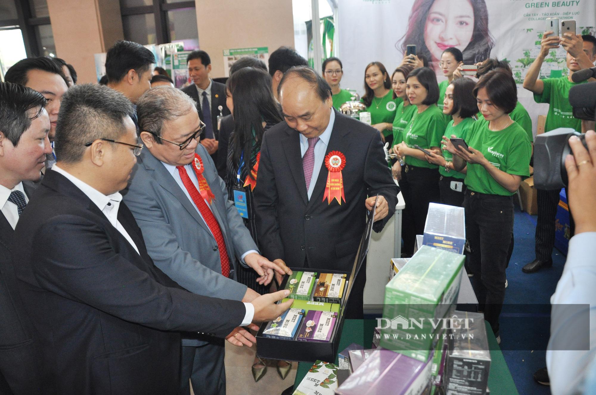 Thủ tướng khen ngợi sản phẩm hữu cơ độc đáo tại Lễ kỷ niệm 90 năm ngày thành lập Hội Nông dân Việt Nam - Ảnh 3.