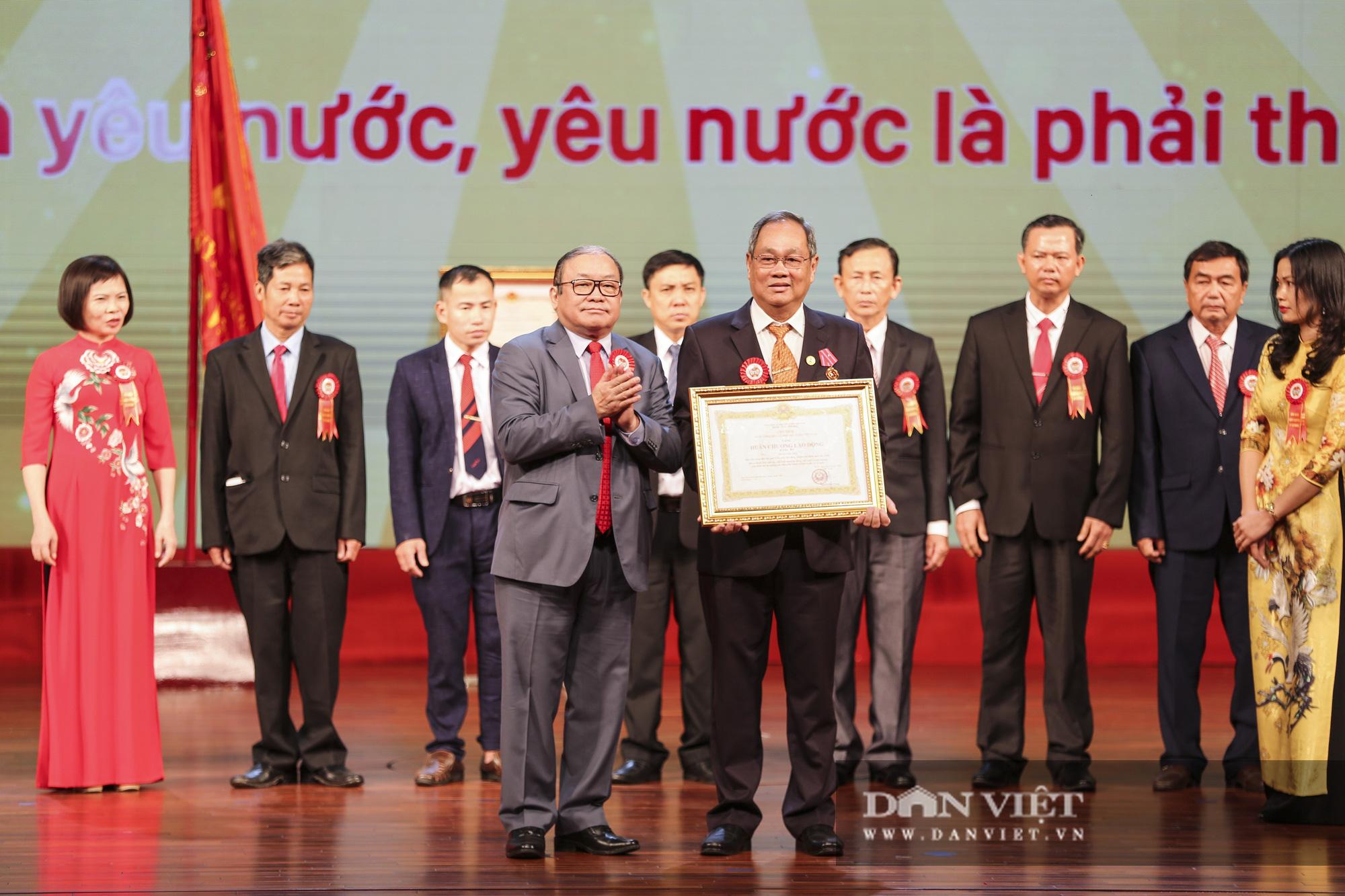 Nhiều nông dân tiêu biểu được Chủ tịch nước tặng thưởng Huân chương lao động - Ảnh 1.