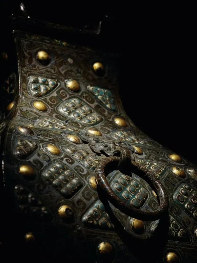 Gây chấn động thế giới khảo cổ: Chiếc bình vuông bằng đồng thời chiến quốc có giá nghìn triệu đô - Ảnh 2.