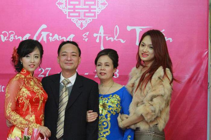 Đời tư ít biết về người chị gái gần 10 năm cho Hương Giang mượn thân phận - Ảnh 2.