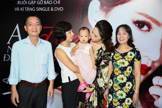 Đời tư ít biết về người chị gái gần 10 năm cho Hương Giang mượn thân phận - Ảnh 6.