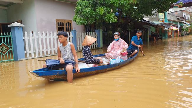 Báo NTNN/ Dân Việt kêu gọi ủng hộ đồng bào miền Trung bị lũ lụt - Ảnh 1.