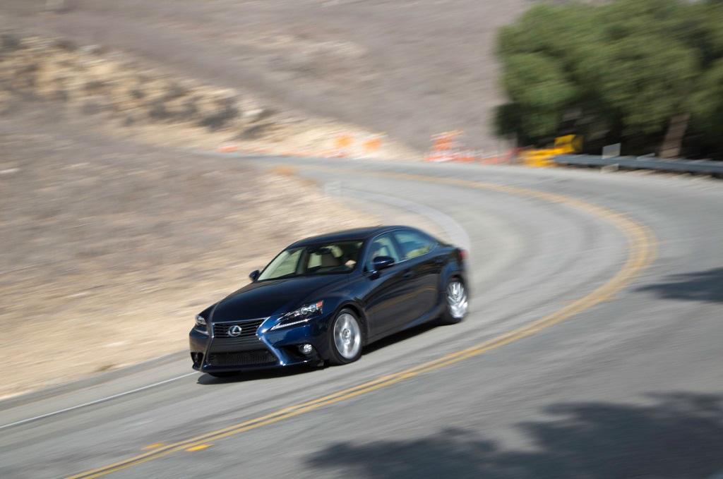 Lái xe ô tô số tự động tưởng dễ nhưng vẫn cần chú ý những mẹo này - Ảnh 2.
