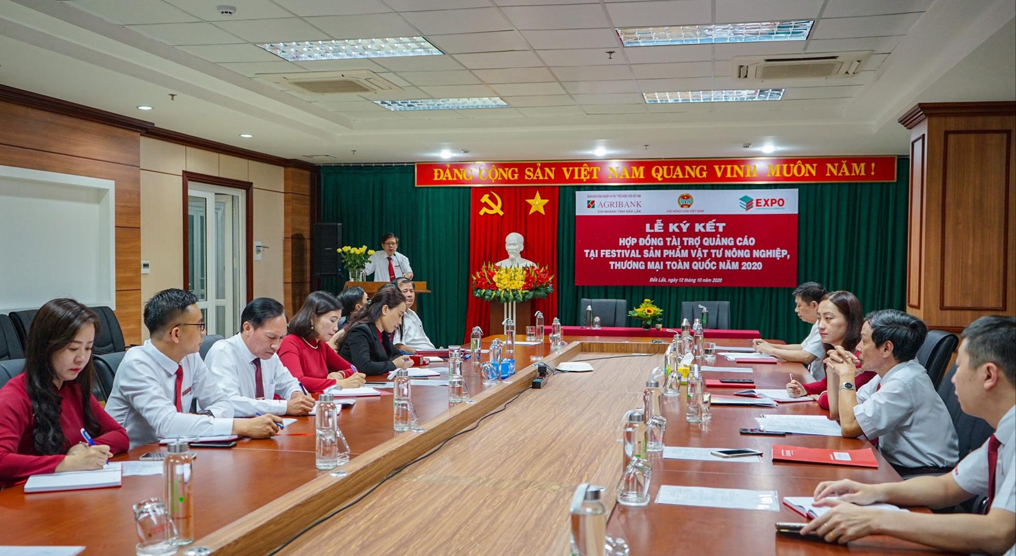 Lễ ký kết hợp đồng tài trợ tại Festival sản phẩm vật tư nông nghiệp, thương mại toàn quốc năm 2020 - Ảnh 2.