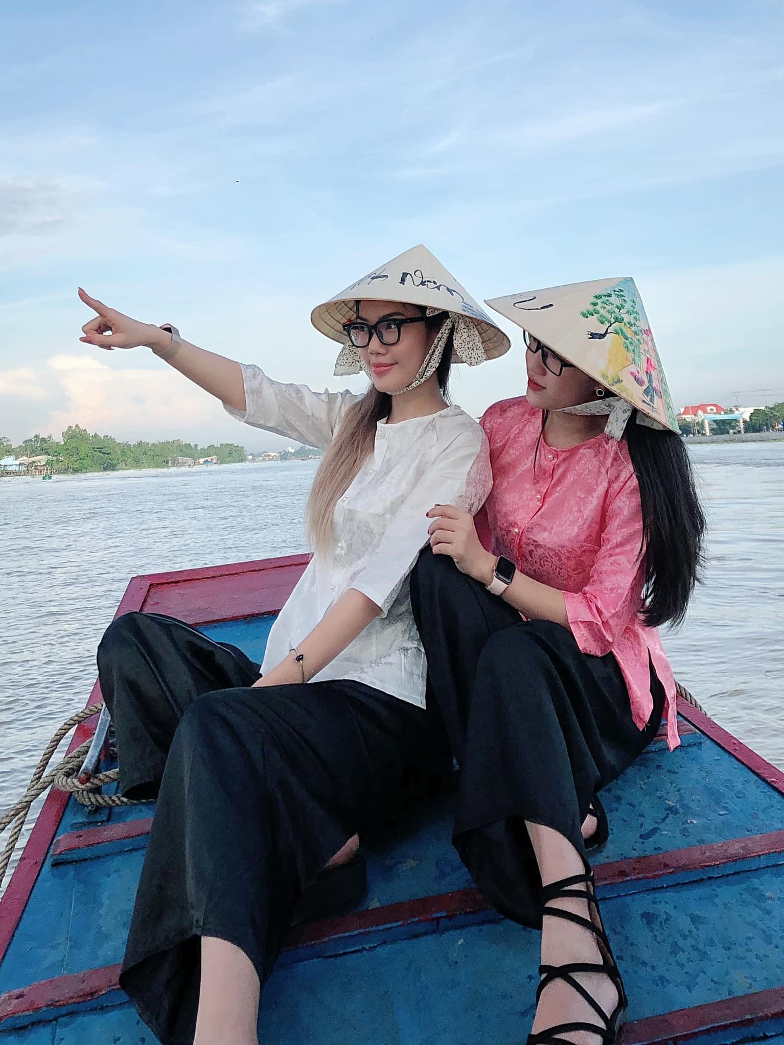 Nhan sắc nóng bỏng của mỹ nữ khiến cựu tuyển thủ U22 Việt Nam xin nghỉ thi đấu - Ảnh 8.