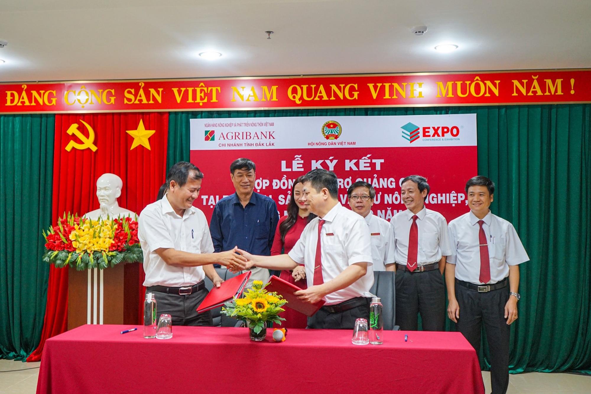 Lễ ký kết hợp đồng tài trợ tại Festival sản phẩm vật tư nông nghiệp, thương mại toàn quốc năm 2020 - Ảnh 1.