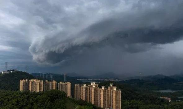 """Trung Quốc đối mặt thảm họa khi bão """"quái vật"""" đổ bộ  - Ảnh 1."""