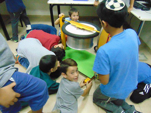 Người Do Thái dạy trẻ em lúc nào cũng phải ồn ào như cái chợ vỡ - Ảnh 1.