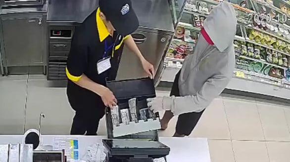 Bắt thanh niên dùng dao khống chế 2 nhân viên cửa hàng tiện lợi Mini Stop cướp tài sản - Ảnh 2.