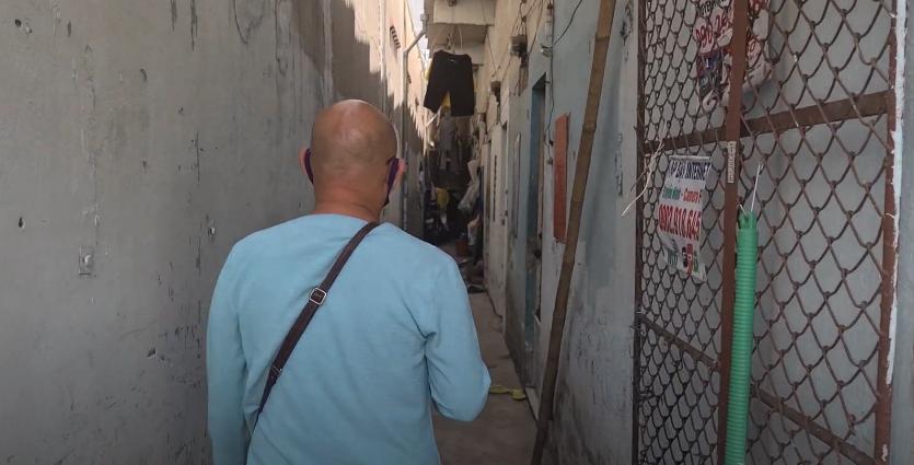Color Man Bửu Điền 'toát mồ hôi hột' đạp xe lên dốc cầu bán đá bào cho cụ ông 84 tuổi trong Tiếng rao 4.0 - Ảnh 1.