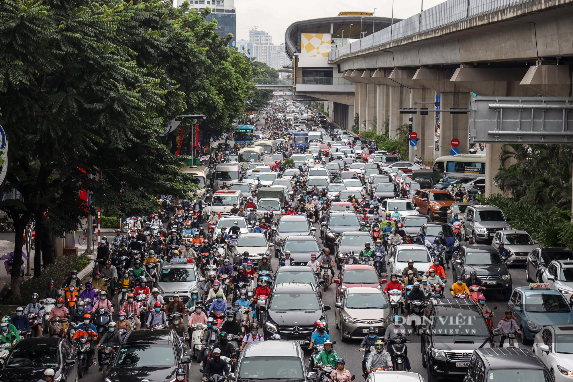 Tắc đường kinh hoàng trên địa bàn nhiều quận ở Hà Nội - Ảnh 1.